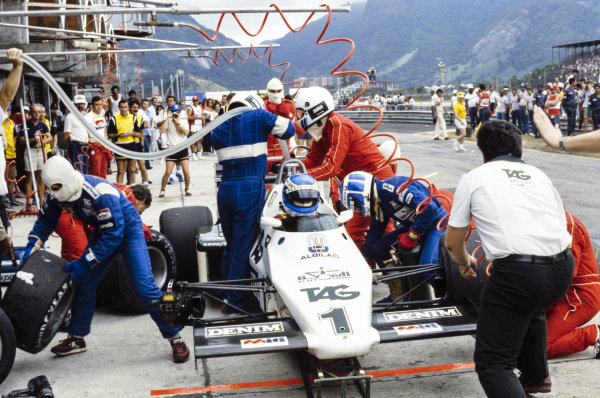 Keke Rosberg, Williams FW08C Ford, during a pitstop.
