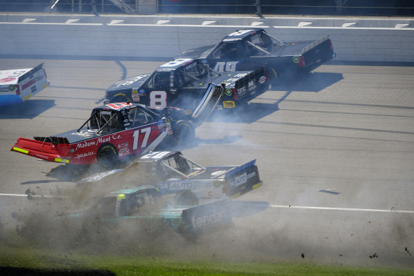 #17: Tyler Ankrum, DGR-Crosley, Toyota Tundra May's Hawaii, #20: Spencer Boyd, Young's Motorsports, Chevrolet Silverado, #13: Johnny Sauter, ThorSport Racing, Ford F-150 Tenda Heal wreck