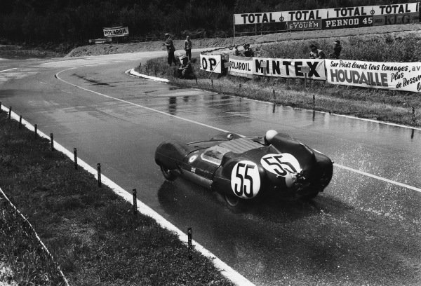 Le Mans, France. 21st - 22nd June 1958 Alan Stacey/Tom Dickson (Lotus Eleven Climax), 20th position, action. World Copyright: LAT Photographic Ref: 7918H - 21A.