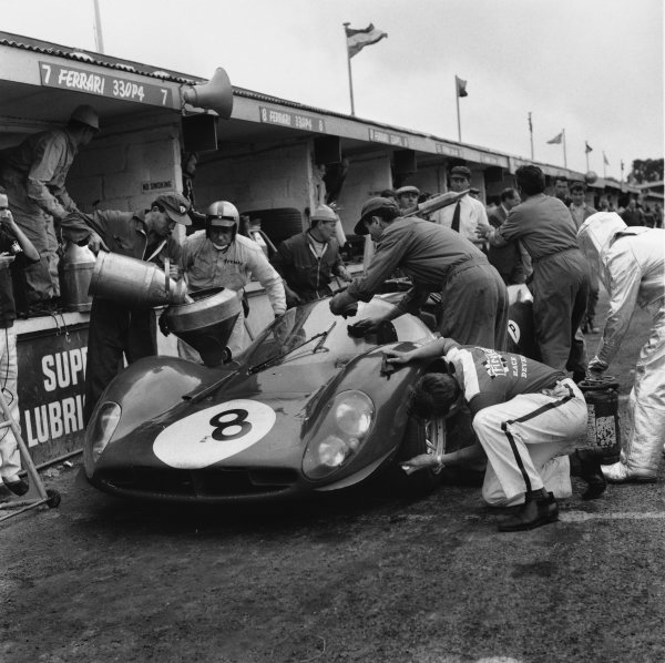 Brands Hatch, England. 30th July 1967. Rd 10. Paul Hawkins/Jonathan Williams (Ferrari 330P4 Spyder), 6th position, pit stop and driver change, action.  World Copyright: LAT Photographic. Ref:  40051