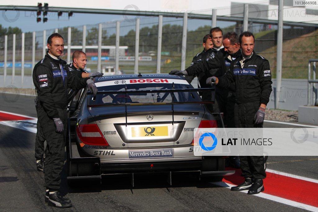 Bruno Spengler (CDN), Mercedes-Benz Bank AMG C-Klasse (2009) in the pit lane with his mechanics.DTM, Rd8, Oschersleben, Germany, 16-18 September 2011 Ref: Digital Image dne1117se554