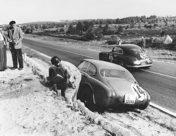 Le Mans, France. 14th - 15th June 1952 Peter C. T. Clark/Mike Keen (Aston Martin DB2 Coupe), 7th position, passes Andre Simon/Vincent (Ferrari 340 America), 5th position, action. World Copyright: LAT Photographic Ref: Autocar Used Pic 20th June 1952 Pg 760.