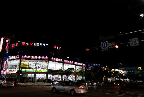 Korea International Circuit, Yeongam-Gun, South Korea. Thursday 3rd October 2013. A street in Mokpo, Korea.  World Copyright: Charles Coates/LAT Photographic. ref: Digital Image _N7T8421