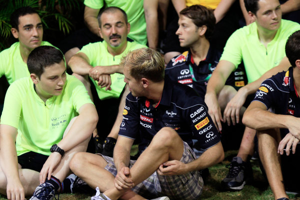 Marina Bay Circuit, Singapore. Sunday 22nd September 2013.  Sebastian Vettel, Red Bull Racing celebration team photo.  World Copyright: Charles Coates/LAT Photographic. ref: Digital Image _X5J0168