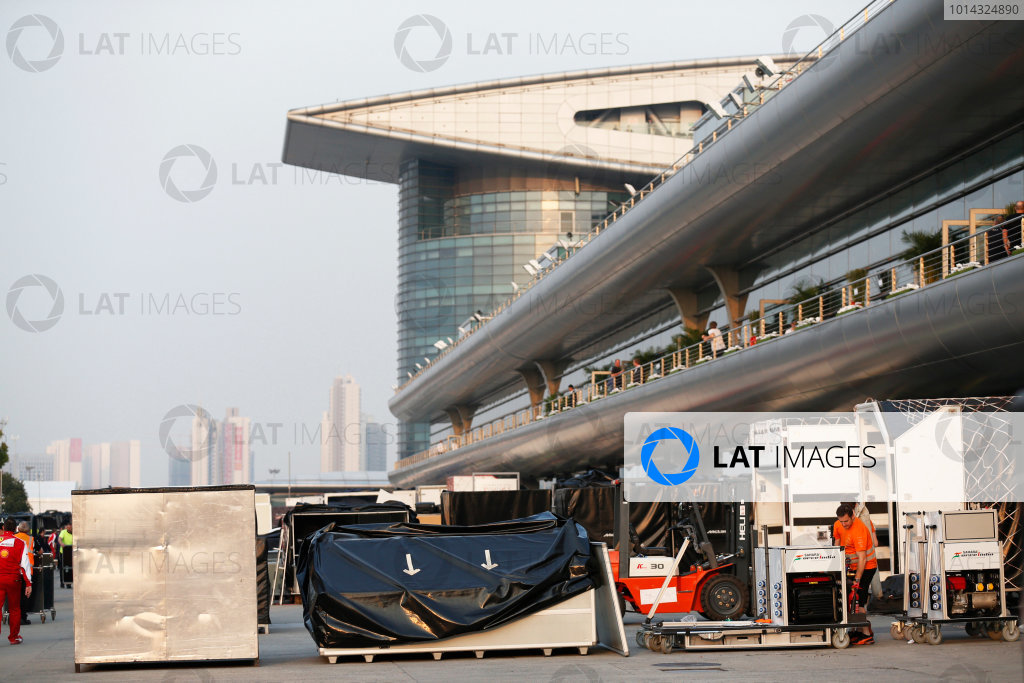 Shanghai International Circuit, Shanghai, China. Sunday 12 April 2015. The teams pack away after the race. World Copyright: Alastair Staley/LAT Photographic. ref: Digital Image _R6T3166