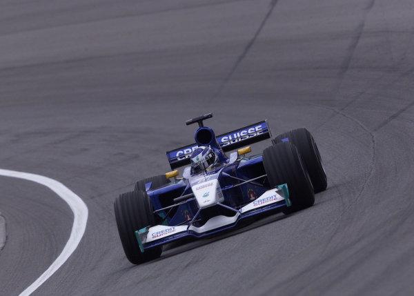 2001 American Grand Prix - QualifyingIndianapolis, United States. 29th September 2001.Kimi Raikkonen, Sauber Petronas C20, action.World Copyright: Steve Etherington/LAT Photographicref: 18mb Digital Image