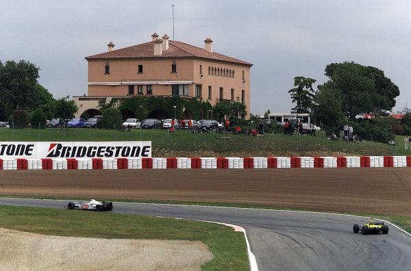 2001 Spanish Grand PrixCatalunya, Barcelona, Spain. 27-29 April 2001.Jacques Villeneuve (B.A R. 003 Honda) followed by Jarno Trulli (Jordan EJ11 Honda).World Copyright - Steve Etherington/LAT Photographicref: 18 mb Digital Image