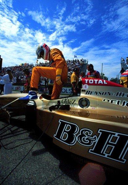 1996 Canadian Grand Prix.Montreal, Quebec, Canada.14-16 June 1996.Martin Brundle (Jordan 196 Peugeot) 6th position.World Copyright - LAT Photographic