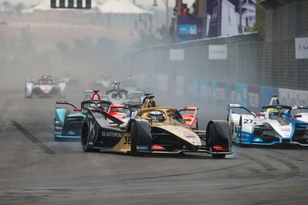 Andre Lotterer (DEU), DS TECHEETAH, DS E-Tense FE19 leads Alexander Sims (GBR) BMW I Andretti Motorsports, BMW iFE.18