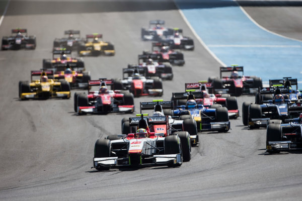 2017 FIA Formula 2 Round 10. Circuito de Jerez, Jerez, Spain. Sunday 8 October 2017. Alex Palou (JPN, Campos Racing) leads at the start. Photo: Andrew Ferraro/FIA Formula 2. ref: Digital Image _FER3262
