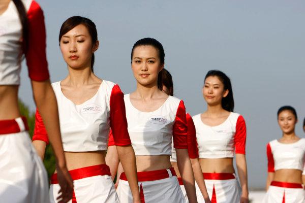 Shanghai International Circuit, Shanghai, China18th April 2009Grid Girls. Glamour. World Copyright: Charles Coates/LAT Photographicref: Digital Image _26Y4124