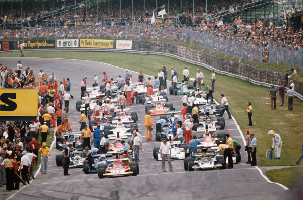 1974 British Grand Prix  Brands Hatch, England. 18-20th July 1974.  The grid prepares for the start with Niki Lauda, Ferrari 312B3, and Ronnie Peterson, Lotus 72E Ford, on the front row.  Ref: 74GB21. World Copyright: LAT Photographic