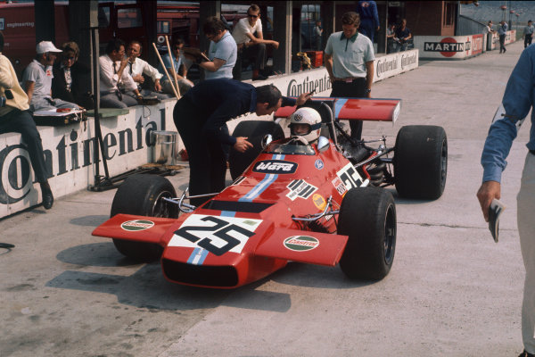 Hockenheim, Germany. 31st July - 2nd August 1970. Frank Williams talks to Brian Redman, De Tomaso 308 Ford, in the pits.  Ref: 70GER10. World Copyright: LAT Photographic
