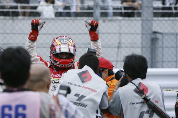 2006 Formula Nippon ChampionshipFuji, Japan. 26th - 27th August 2006Race winner Benoit Treluyer (mobilecast IMPUL), 1st position. Celebrates.World Copyright: Yasushi Ishihara / LAT Photographicref: Digital Image 2006FN_R6_005