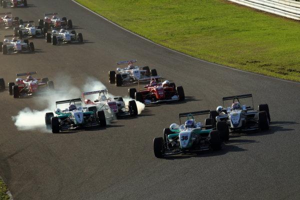 Sportsland Sugo, Japan. 25th September 2010.Round 13 - Start of the race action.World Copyright: Yasushi Ishihara/LAT Photographicref: Digital Image 2010JF3_R13_002