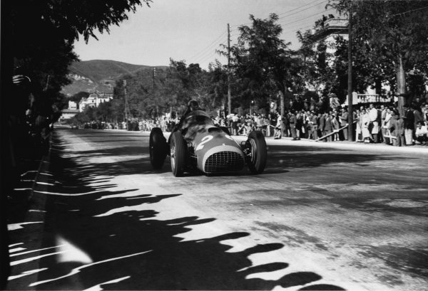 1951 Spanish Grand Prix.Pedralbes, Barcelona, Spain. 28 October 1951.Alberto Ascari (Ferrari 375), 4th position.World Copyright: LAT PhotographicRef: 51/65/38