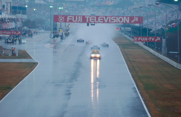 Suzuka, Japan. 4th - 6th November 1994.The race was stopped because of the early accidents and was then restarted behind the safety car due to the wet conditions.Ref-94 JAP 07.World Copyright - LAT Photographic