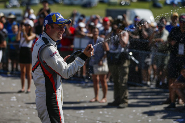 #911 Porsche GT Team Porsche 911 RSR, GTLM: Nick Tandy, Champagne