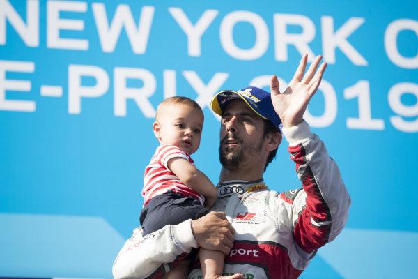 Lucas Di Grassi (BRA), Audi Sport ABT Schaeffler, Audi e-tron FE05, celebrates with his tropy and his son