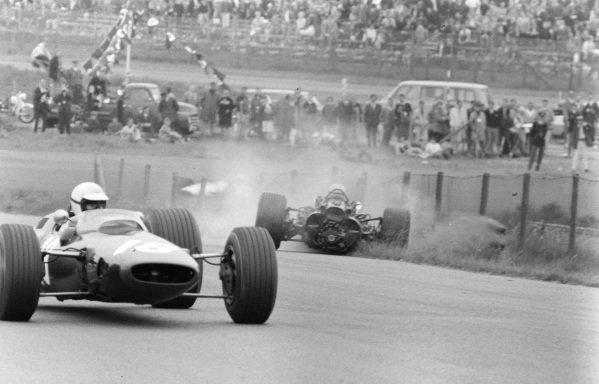Chris Irwin, Lotus 25 BRM with Mike Spence, BRM P83 spinning off the track.