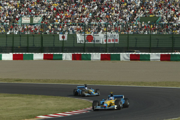2002 Japanese Grand Prix.Suzuka, Japan. 11-13 October 2002.Jarno Trulli followed by team mate Jenson Button (both Renault R202's).World Copyright - LAT Photographic/Steve Etheringtonref: Digital File Only