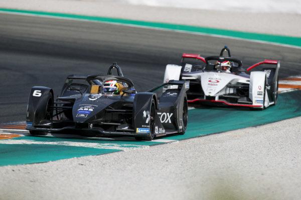 Brendon Hartley (NZL), GEOX Dragon, Penske EV-4 leads Neel Jani (CHE), Tag Heuer Porsche, Porsche 99x Electric