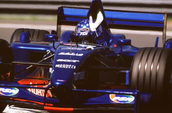2001 Canadian Grand PrixMontreal, Canada. 8th-10th June 2001Jean Alesi, Prost Acer AP04, waves to the crowd after securing the Prost team's first points of the year.World Copyright: LAT Photographicref: 35mm Image A17