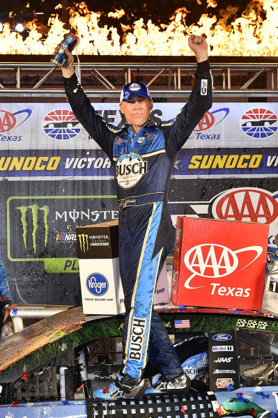 #4: Kevin Harvick, Stewart-Haas Racing, Ford Mustang Busch Beer / Ducks Unlimited wins