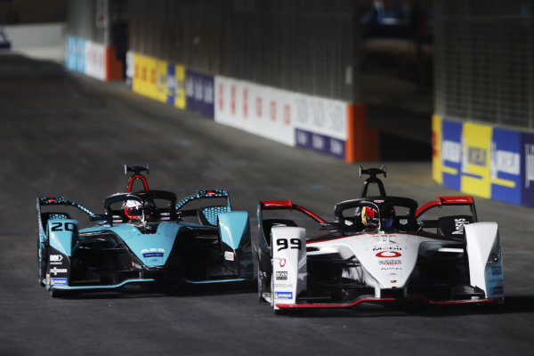Pascal Wehrlein (DEU) Tag Heuer Porsche, Porsche 99X Electric, leads Mitch Evans (NZL) Panasonic Jaguar Racing, Jaguar I-Type 5