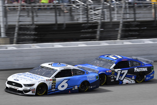 #6: Ryan Newman, Roush Fenway Racing, Ford Mustang Wyndham Rewards and #17: Ricky Stenhouse Jr., Roush Fenway Racing, Ford Mustang Fastenal