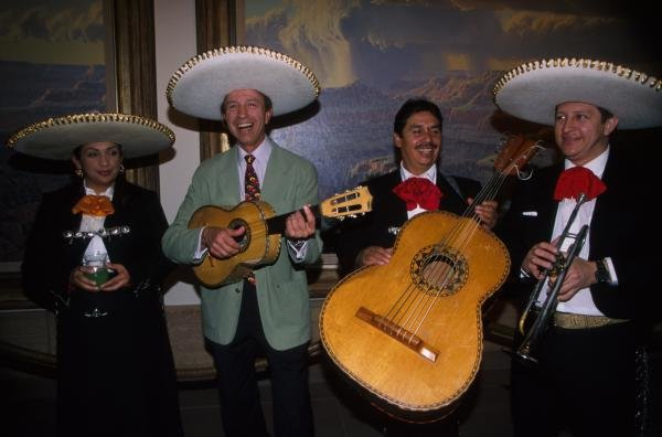 Jo Ramirez (MEX) gets back to his roots with a Mexican Salsa band. USA Grand Prix, Indianapolis 30 September 2001 BEST IMAGE