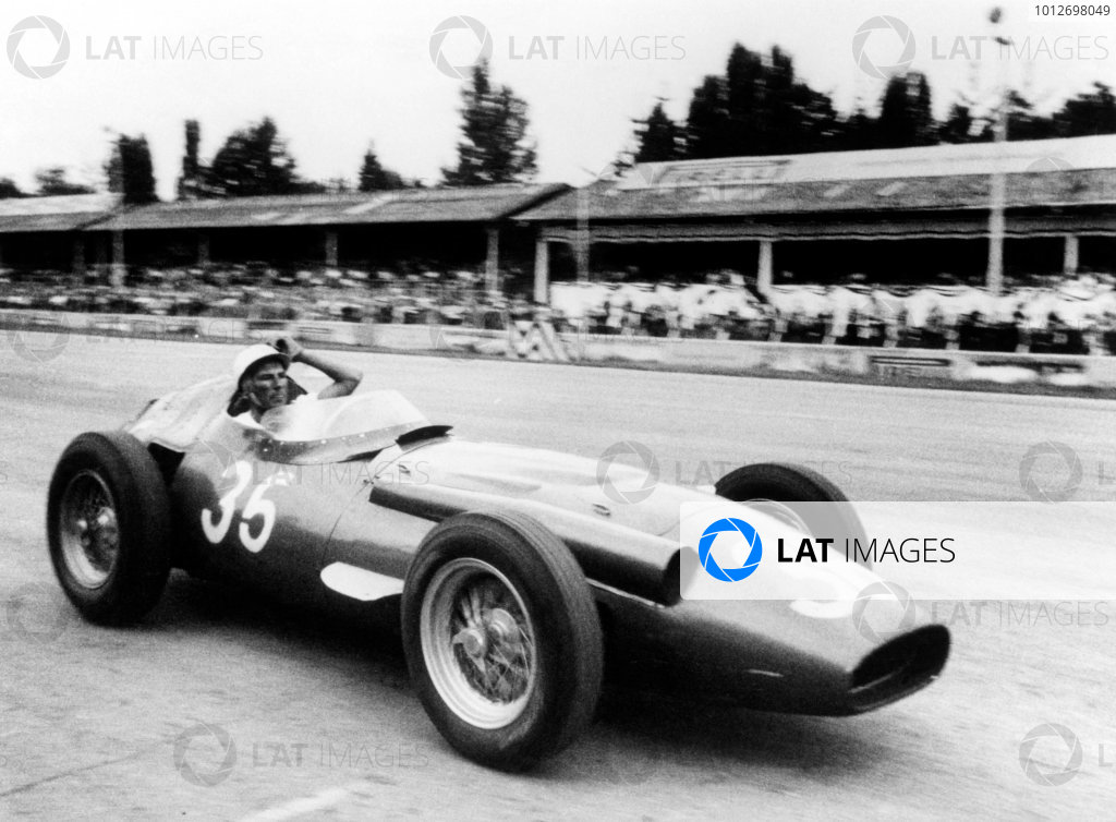 1956 Italian Grand Prix. Monza, Italy. 2 September 1956. Stirling Moss (Maserati 250F), 1st position. Previously published-Autocar 7/9/56 p323. World Copyright LAT Photographic