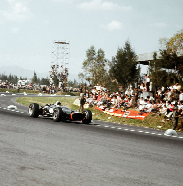 Mexico City, Mexico.21-23 October 1966.Jackie Stewart (BRM P83).Ref-3/2389.World Copyright - LAT Photographic