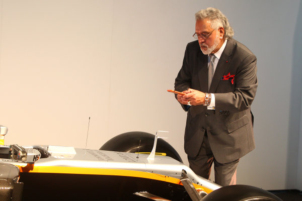 Force India VJM10 Formula 1 Launch. Silverstone, UK. Wednesday 22 February 2017. Vijay Mallya, Team Principal and Managing Director, Force India, takes a picture with his smartphone. World Copyright: Hoyer/Ebrey/LAT Images Ref: MDH38399