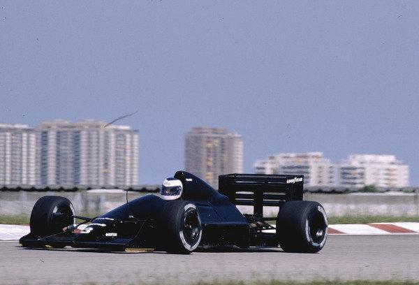 1989 Brazilian Grand Prix.Jacarepagua, Rio de Janeiro, Brazil.24-26 March 1989.Jonathan Palmer (Tyrrell 017B Ford) 7th position.Ref-89 BRA 29.World Copyright - LAT Photographic