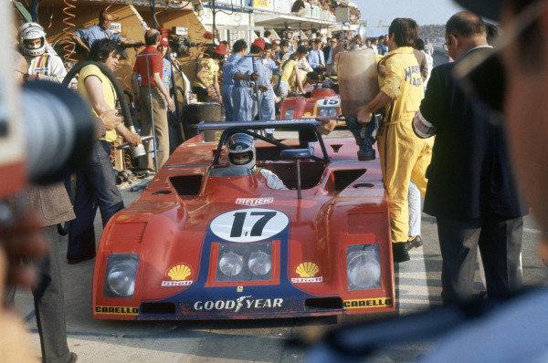 Le Mans, France. 9-10 June 1973.Carlos Reutemann (pictured)/Tim Schenken (Ferrari 312PB) in the pits.World Copyright: LAT PhotographicRef: 35mm transparency 73LM08