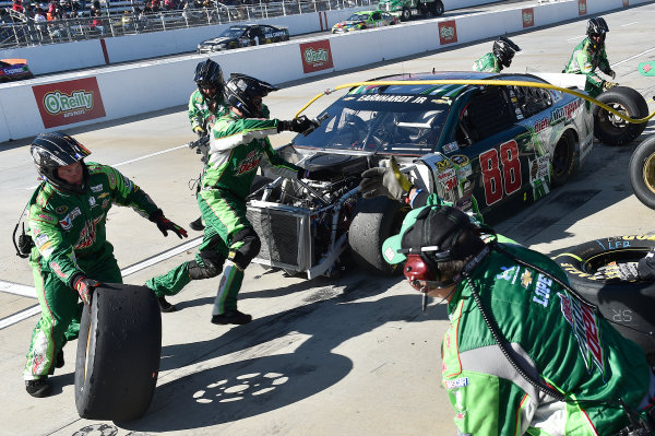 27-29 March, 2015, Martinsville, Virginia USA Dale Earnhardt Jr, makes a pit stop.  ?2015, John Harrelson / LAT Photo USA