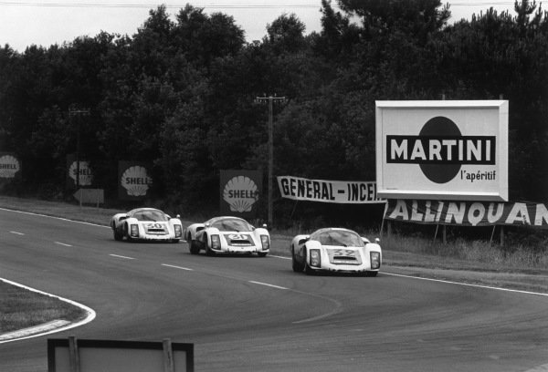 Le Mans, France. 18 - 19 June 1966.Udo Schutz/Piet de Klerk (#32 Porsche 906/6LH), 6th position, leads Hans Herrmann/Herbert Linge (Porsche 906 Carrera), 5th position and Jo Siffert/Colin Davis (Porsche 906 Langheck), 4th position, action. World Copyright: LAT Photographic.Ref: 1304 - 33-33A.