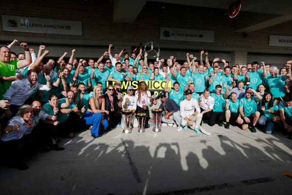 Circuit of the Americas, Austin Texas, USA. Sunday 23 October 2016. Lewis Hamilton, Mercedes AMG, 1st Position, and Nico Rosberg, Mercedes AMG, 2nd Position, celebrate with Skier Lindsey Vonn, Actress Noomi Rapace, Tennis star Venus Williams and the Mercedes AMG team. World Copyright: Sam Bloxham/LAT Photographic ref: Digital Image _SBB2131