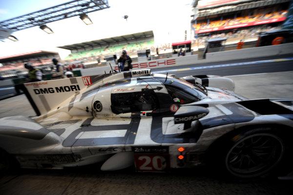 2014 Le Mans 24 Hours. Circuit de la Sarthe, Le Mans, France. Saturday 15 June 2013. Timo Bernhard/Mark Webber/Brendon Hartley, Porsche Team, No.20 Porsche 919 Hybrid.  World Copyright: Jeff Bloxham/LAT Photographic. ref: Digital Image DSC_8844