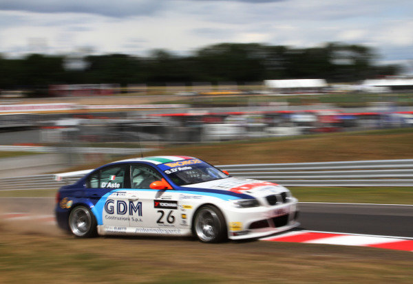 Brands Hatch, UK. 17-18th July 2010. Stefano D'Aste, BMW 320si, runs wide onto the grass. Action. World Copyright: Kevin Wood/LAT Photographic Ref: Digital Image IMG_4173a