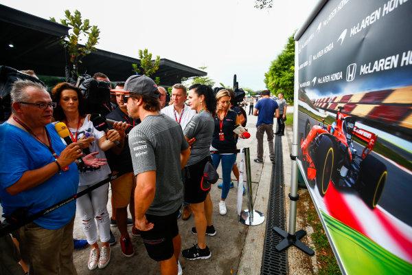 Sepang International Circuit, Sepang, Malaysia. Thursday 28 September 2017. Fernando Alonso, McLaren talking to the press. World Copyright: Andy Hone/LAT Images  ref: Digital Image _ONY1102