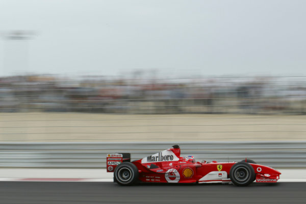 2004 Bahrain Grand Prix - Sunday race,Sakhir, Bahrain.4th April 2004Rubens Barrichello, Ferrari, F2004, race action.World Copyright LAT Photographic.Digital image only
