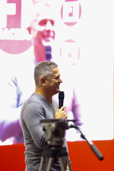 Autosport International Exhibition. National Exhibition Centre, Birmingham, UK. Sunday 14th January, 2018. Gil de Ferran talks to Stuart Codling on the F1 Racing stand.World Copyright: Ashleigh Hartwell/LAT Images Ref: _R3I9474