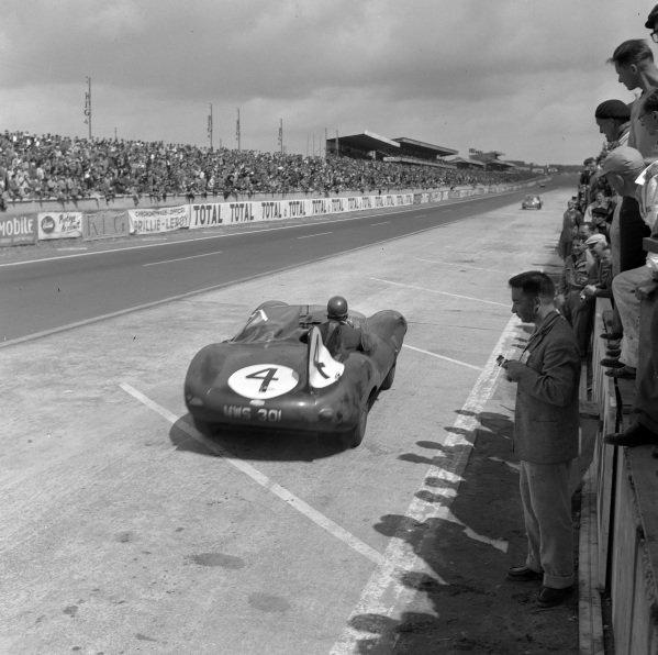 Ron Flockhart / Ninian Sanderson, Ecurie Ecosse, Jaguar D-type.