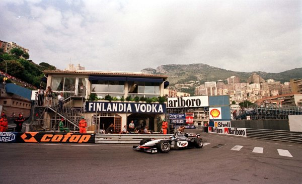1998 Monaco Grand Prix.Monte Carlo, monaco.21-24 May 1998.Mika Hakkinen (McLaren MP4/13 Mercedes-Benz) during qualifyng.World Copyright - LAT Photographic