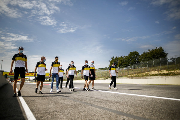 Esteban Ocon, Renault F1 walks the track with his engineers