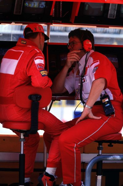 1998 German Grand Prix.Hockenheim, Germany.31/7-2/8 1998.Michael Schumacher and Ross Brawn (Ferrari) on the pit wall.World Copyright - Coates/LAT Photographic