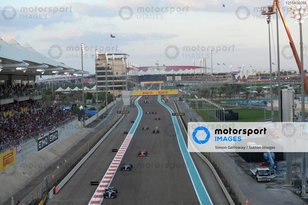 Valtteri Bottas (FIN) Mercedes-Benz F1 W08 Hybrid leads on lap one at Formula One World Championship, Rd20, Abu Dhabi Grand Prix, Race, Yas Marina Circuit, Abu Dhabi, UAE, Sunday 26 November 2017. BEST IMAGE
