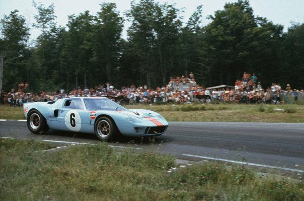 Watkins Glen, New York, USA. 14th July 1968. Rd 8.Paul Hawkins/David Hobbs (Ford GT40), 2nd position, action. World Copyright: LAT Photographic.Ref:  68WG6HR11.